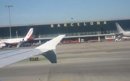 """Aeropuerto de Barcelona """" El Prat """" recibió más pasajeros en agosto que el   aeropuerto de Madrid """" Barajas """""""