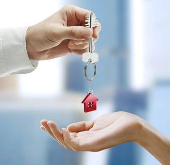 E l precio de una vivienda de segunda mano en España sigue   bajando
