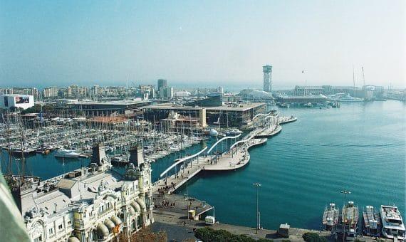El Puerto de Barcelona no reduce el ritmo de trabajo