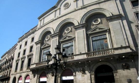 Edificio histórico con la posibilidad de la reconstrucción de un hotel de 4 **** en la calle más turística Las Ramblas | 1-lusabuildingsaleramblabarcelonapng-2-570x340-png