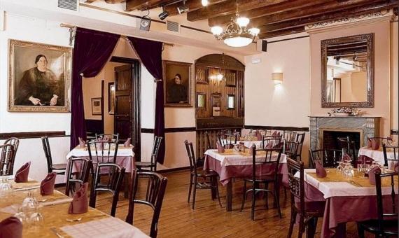 El edificio de 950 m2 con licencia C3 para el restaurante y la posibilidad de hacer hotel, a 200 metros de Las Ramblas | 0-lusabuildingrestauranttobuybarcelonapng-2-570x340-png