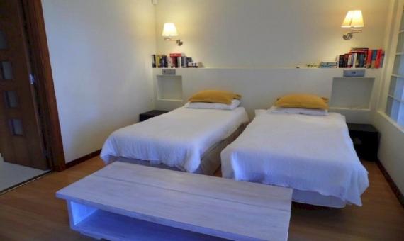 Amplia villa de 900 m2 con vistas al mar y piscina en la urbanización Cala Sant Francesc, Blanes   10787-19-570x340-jpg