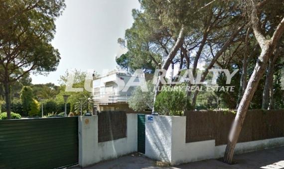Gran terreno llano con la casa para reformar en Gava Mar a 100 m de la playa | 10808-7-570x340-jpg
