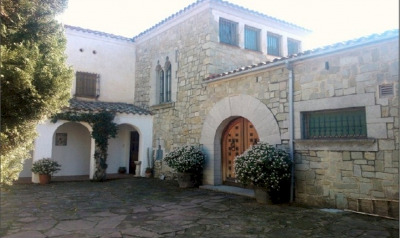 Masia y Castillo  Costa Barcelona | 11644-0-570x340-jpg