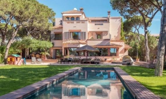 Casa de lujo con parcela grande a la venta en Gavá mar | 121-3-570x340-jpg