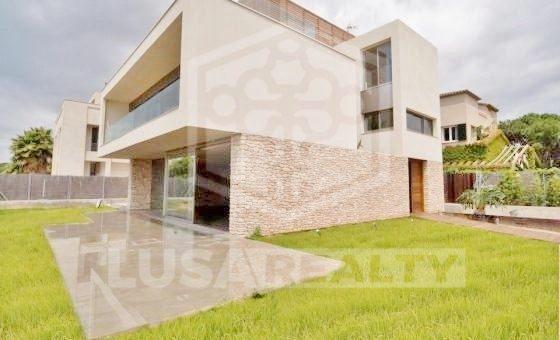 Casa de diseño en la 1ra linea del mar en urbanización de lujo Gava Mar | 12293-3-560x340-jpg