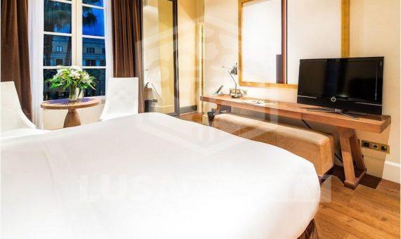 Hotel boutique de cinco estrellas en venta en el centro histórico de Barcelona | 5-lusahotelboutiquesalebarcelona5png-2-570x340-png