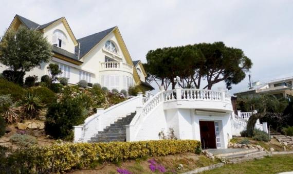 Soleada torre familiar en Arenys de Mar, Costa Maresme | 7396-2-570x340-jpg