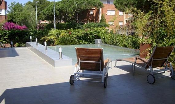 Casa adosada esquinera con piscina en Gava Mar   9360-2-570x340-jpg