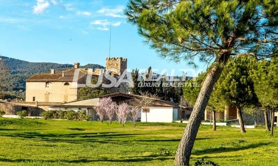Club de Golf y Castillo en La Garriga a 40km de Barcelona | 1-2lusa-realty-masia-barcelona-570x340-jpg