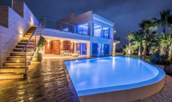 Moderno chalet de lujo de 900 m2 con vistas al mar en Platja de Aro | 14-luxury-villa-costa-brava-lusa-realty00015jpeg-570x340-jpg