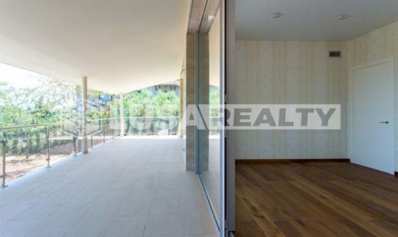 Venta de un moderno chalet de lujo con vista en  Cabrera de Mar   35-lusa-realty-modern-luxury-villa-in-costa-maresme00036-570x340-jpg