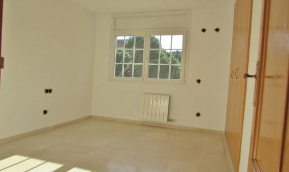 Casa de 3 plantas con jardin en Gava Mar | 13-lusa-house-barcelona-19-570x340-jpg