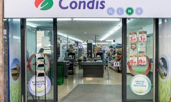 Venta del local comercial alquilado por el Supermercado CONDIS en Barcelona | 44-1-570x340-jpg