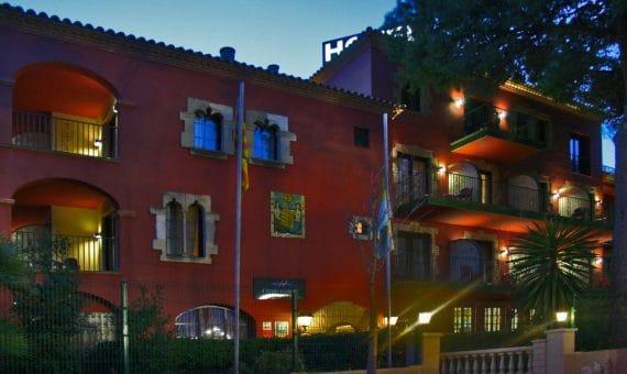 Un hotel de 3 estrellas en Castelldefels en venta | 002724-pool-570x340-jpg