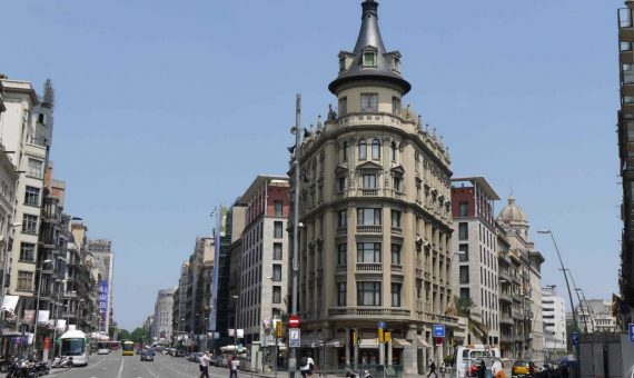 Local comercial espasioso en venta o en alquiler cerca de Plaza Catalunya | 570x340-jpg
