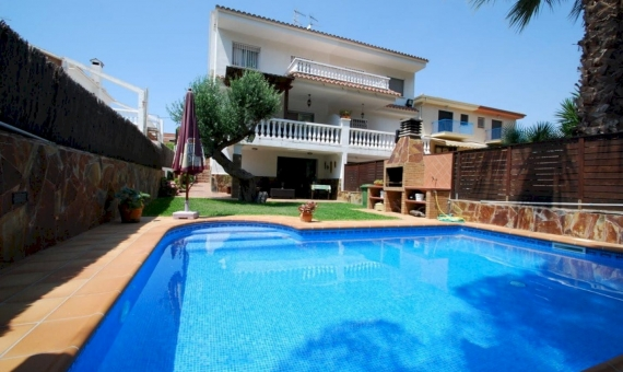Casa acogedora con una piscina privada in Calafell | 1-fileminimizer-570x340-jpg