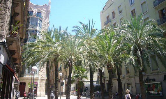 Local comercial con inquilino a la venta en Barcelona | 1280px-placa_de_trilla_-_gracia_-_barcelona-570x340-jpg