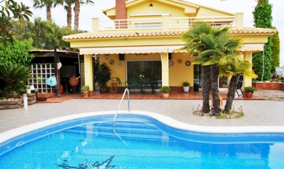 Acogedora villa a pocos minutos de las playas de la Costa Dorada | 1-fileminimizer-1-570x340-jpg