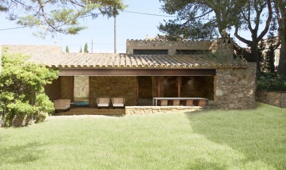 Masía en un estilo moderno en un pueblo antiguo a 5 km de las hermosas playas de la Costa Brava | render02_01-570x340-jpg