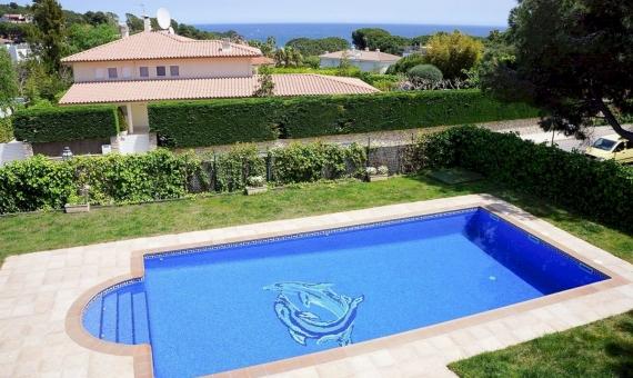 Villa exclusiva en la urbanización protegida de La Gavina con vistas al mar | 2015-08-13-00-28-36-1-570x340-jpg