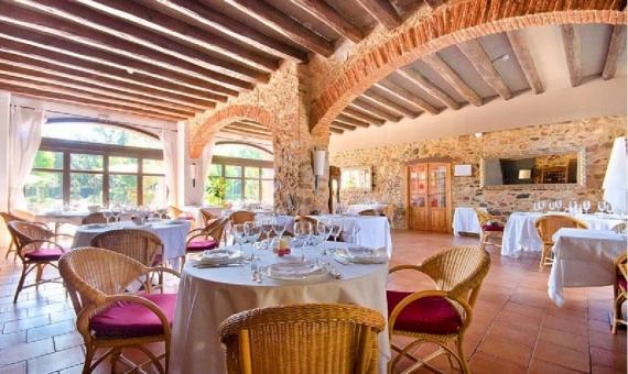 Hotel exclusivo con vistas panorámicas a la montaña y 2 hectáreas de terreno | 4-2-570x340-jpg