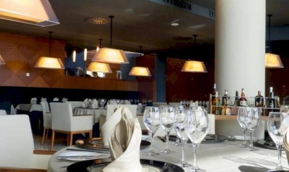 Hotel de 84 habitaciones y un balneario en la primera línea del mar | 4-570x340-jpg