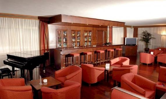 Hotel con 95 habitaciones y un centro médico | 7576125-570x340-jpg