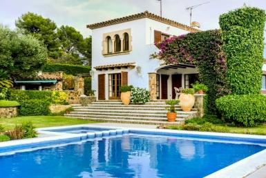 Magnífica casa de 3 plantas con una parcela de 2.000 m2 - image-3-2