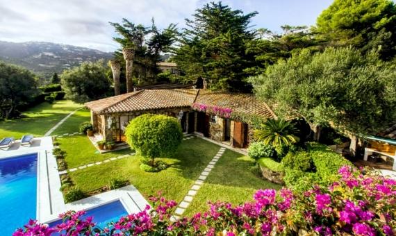 Magnífica casa de 3 plantas con una parcela de 2.000 m2 | image-3-2-1-570x340-jpg