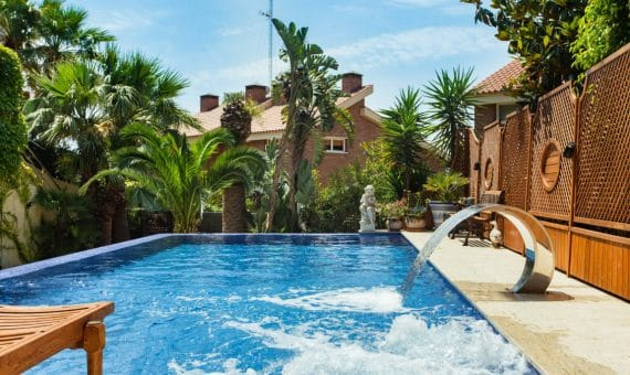 Casa adosada de 500 m2 con piscina privada en la prestigiosa urbanización de Can Roca   image-670068-570x340-jpg