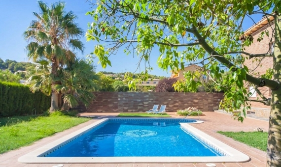 Villa 400 m2 con piscina en una parcela de 1000 m2 en Coma Ruga   027-570x340-jpg