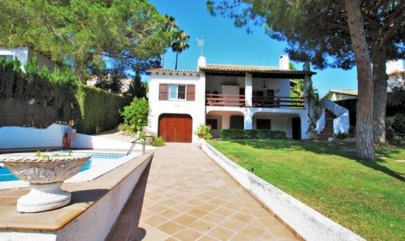Villa de 200 m2 con jardín y piscina en Roda de Bara | 2-fileminimizer-570x340-jpg