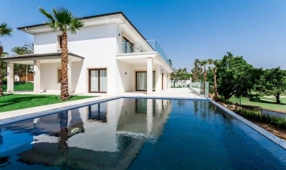 Villas 1023 m2 con piscinas infinitas y jardines en Marbella | 1-570x340-jpg