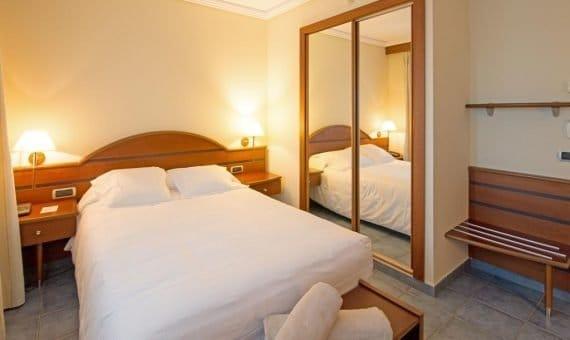 Hotel 4**** de 2.663 m2 con el restaurante en Empuriabrava | 153582979-570x340-jpg