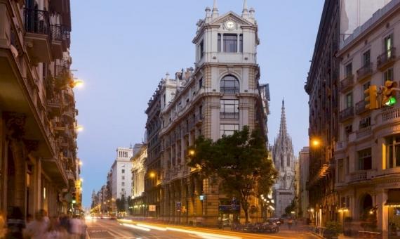 Local comercial 370 m2 con inquilino en Ciutat Vella | shutterstock_403052026-570x340-jpg