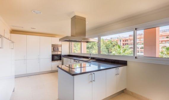 Apartamento en venta en Marbella. 263 m2, jardin, piscina, aparcamento,    | 263-00047p_12724-570x340-jpg