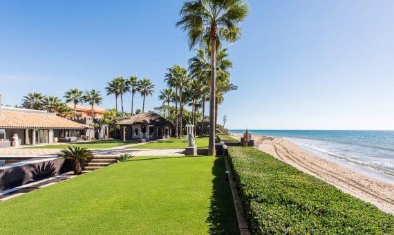 Villa en Marbella 1130.5 m2, jardin, piscina, aparcamento   | 263-00441p_9834-570x340-jpg